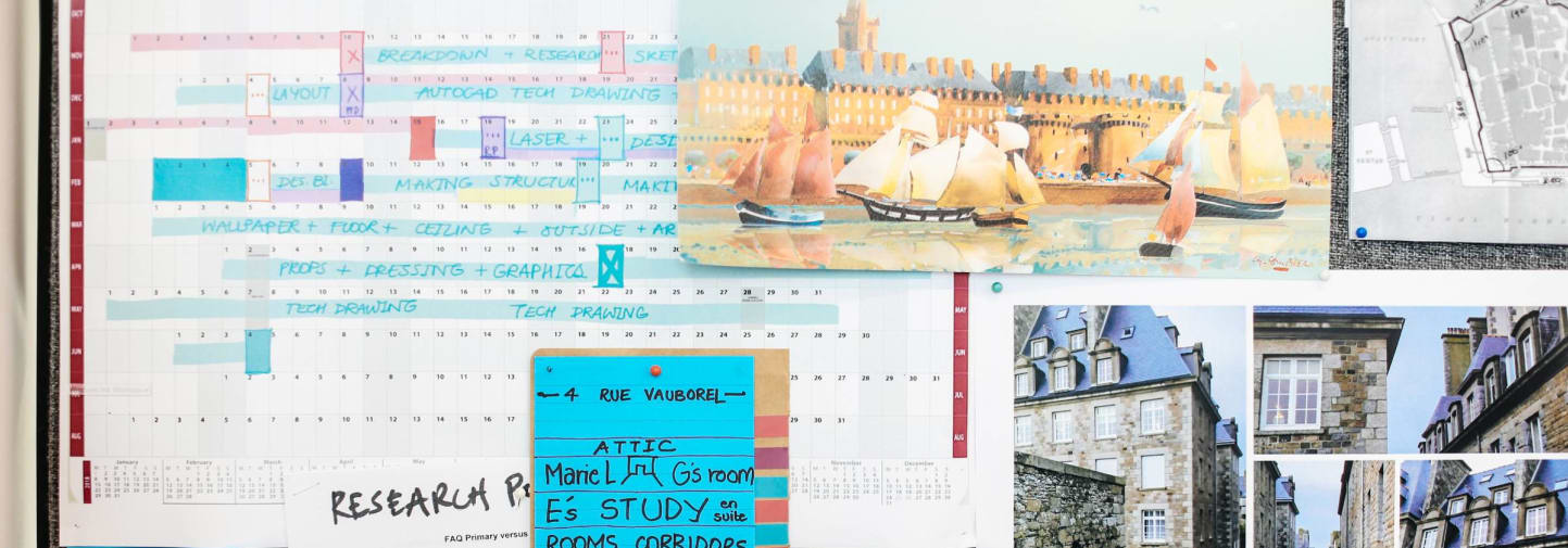 College of a calendar and pictures of buildings