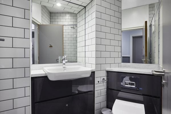 Wigrsm-House-ensuite-bathroom.jpg