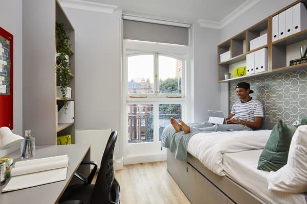 Wigram-House-bedroom.jpg
