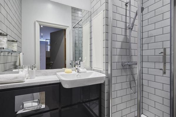 Wigram-House-shared-bathroomjpg.jpg