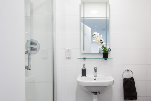 lewisham-shared-bathroom-hotspot,-3-bedroom-cluster.jpg
