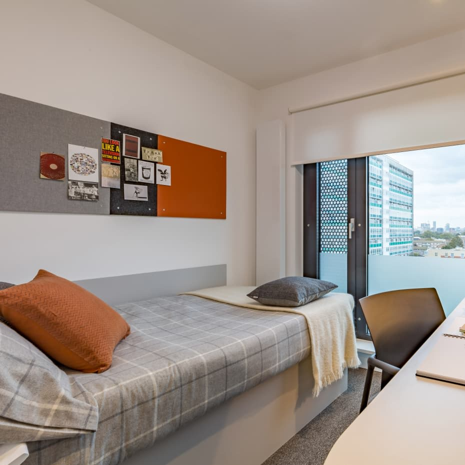 UAL-Garden-House-Student-Accomadation-Bedroom.jpg