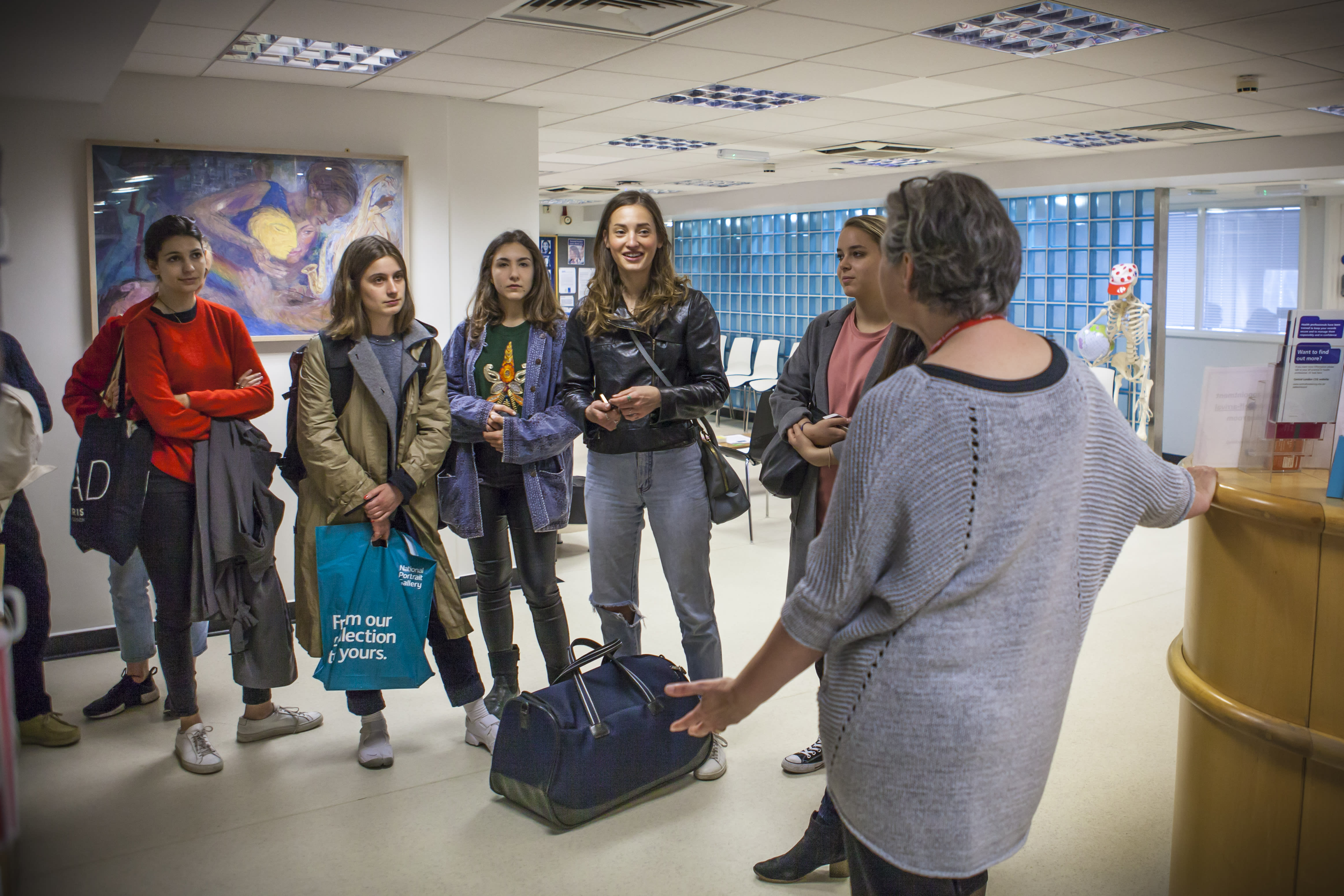 CSM-students-visiting-Kings-College-NHS-Health-Centre-as-part-of-Paintings-in-Hospitals-Art-in-Large-Doses-project-Photo-by-Glenn-Michael-Harper.jpg