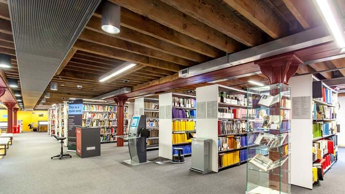Photo of book shelves at the CSM library