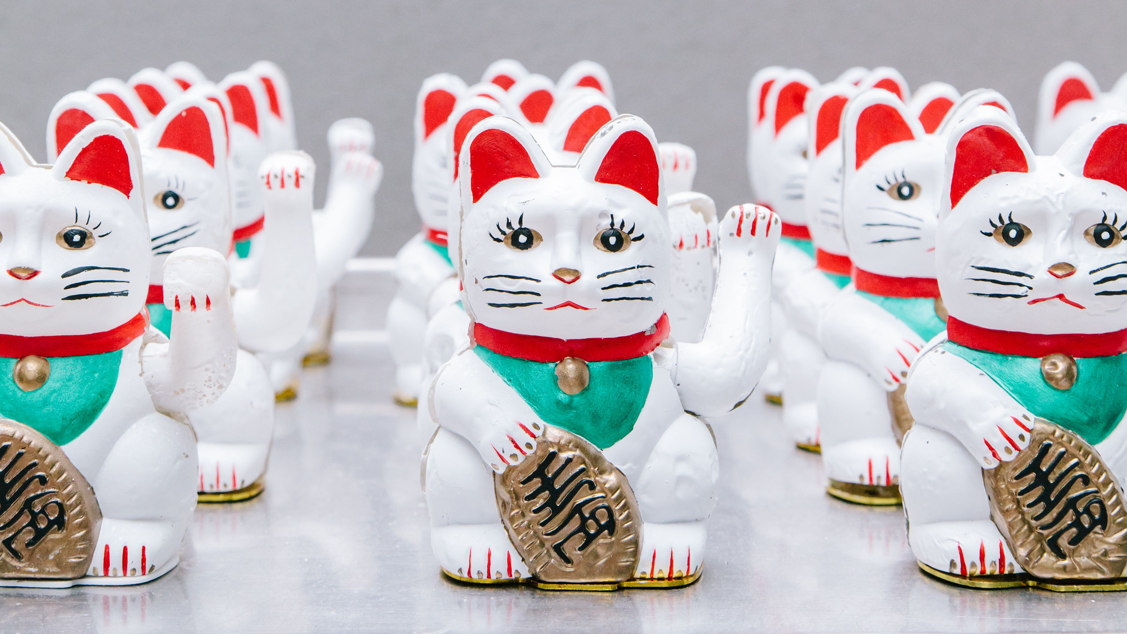 Multiple rows of Maneki-neko