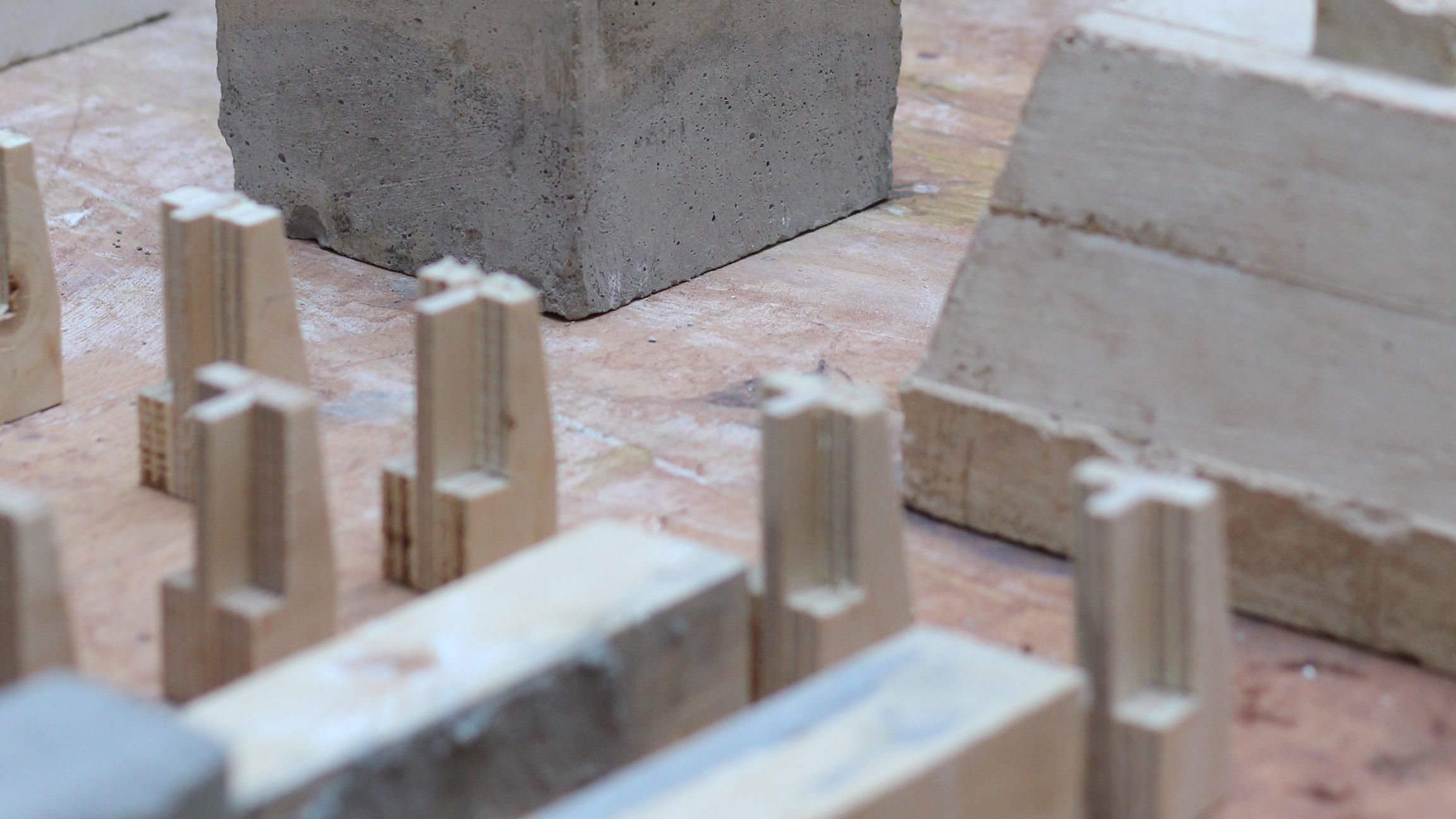 Building components in concrete and brick