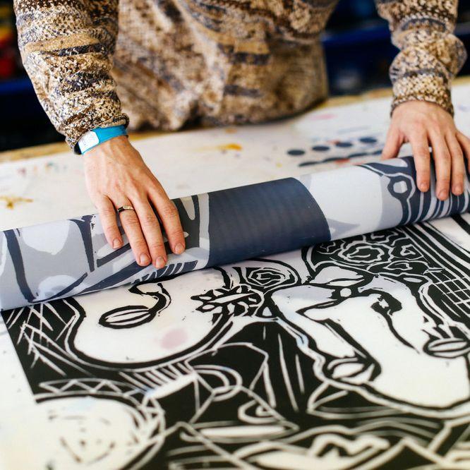 Linoprint in studio