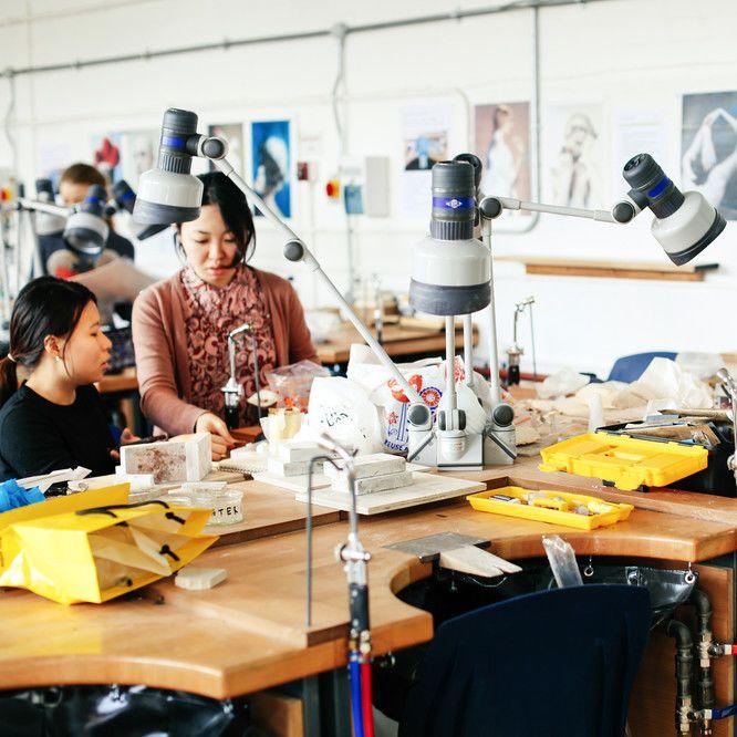 Ayano Kamakiri working in the studio, Case study