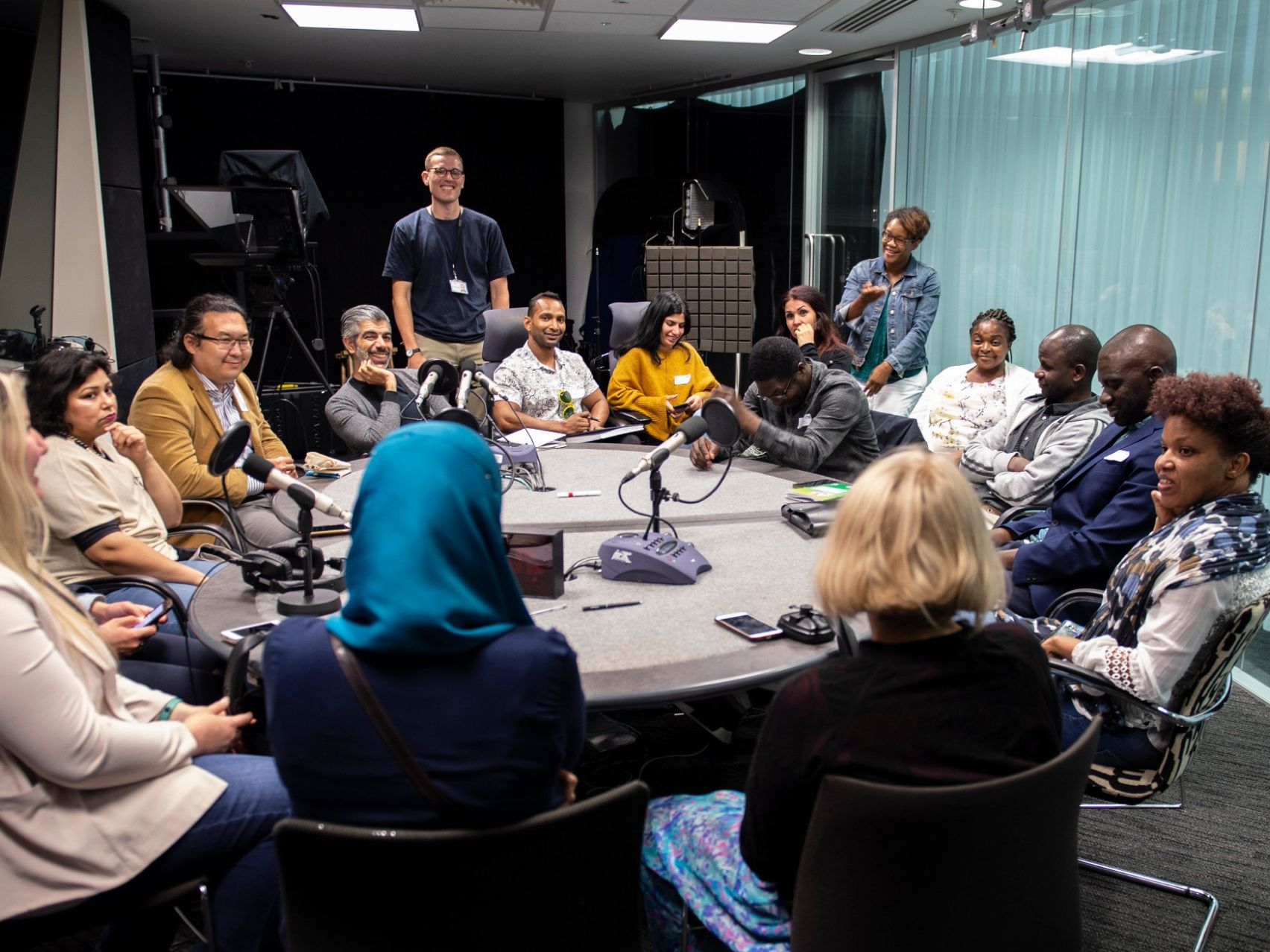 Participants in the Refugee Jouranlism Project with UAL, at a discussion table