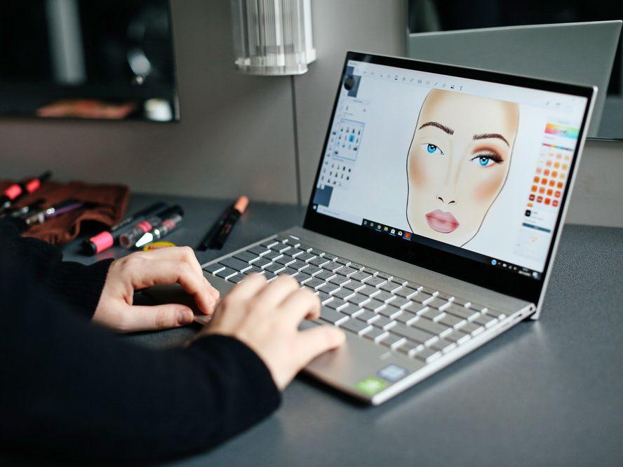 Makeup visuals on laptop