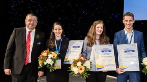 Aimee receives the award at the SEPAWA 2017 conference in Berlin.