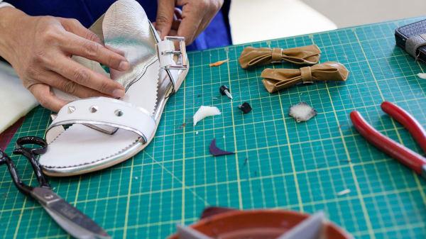SHOEMA1b13 Shoe Making: The Sandal