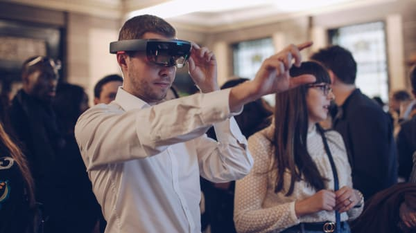 Immersive Fashion Retail Technologies Customer using a Virtual Reality headset