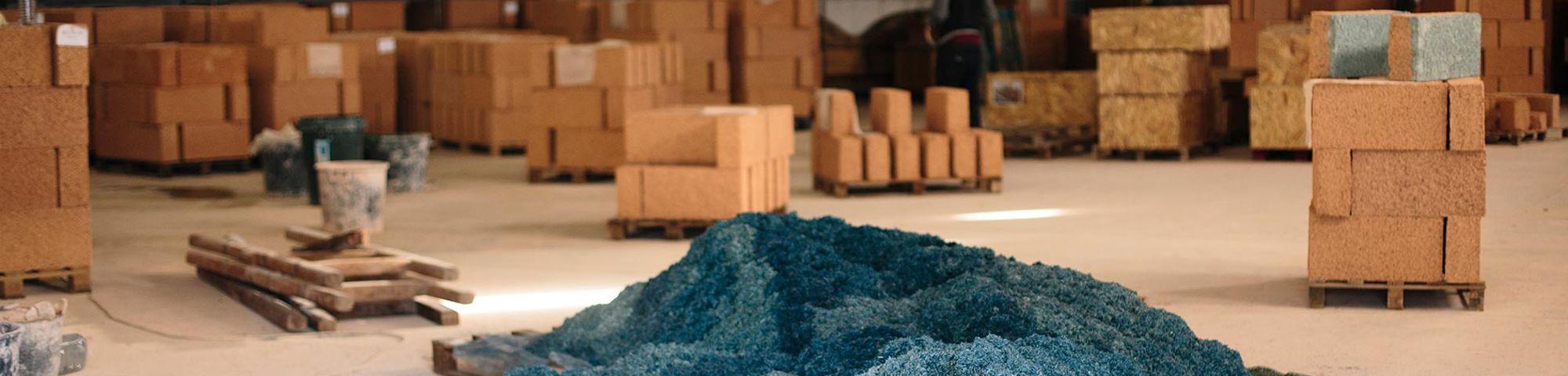 Blue material i pile
