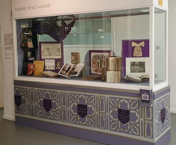 Vitrine with exhibition display