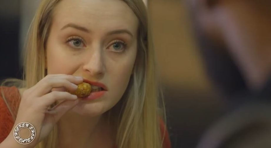 Amelia chows down on chicken while interviewing Ghetts.