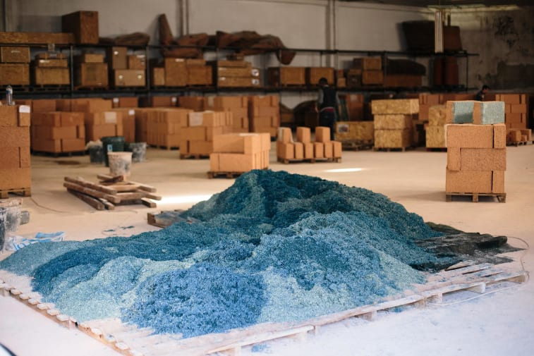 Blue material i pile