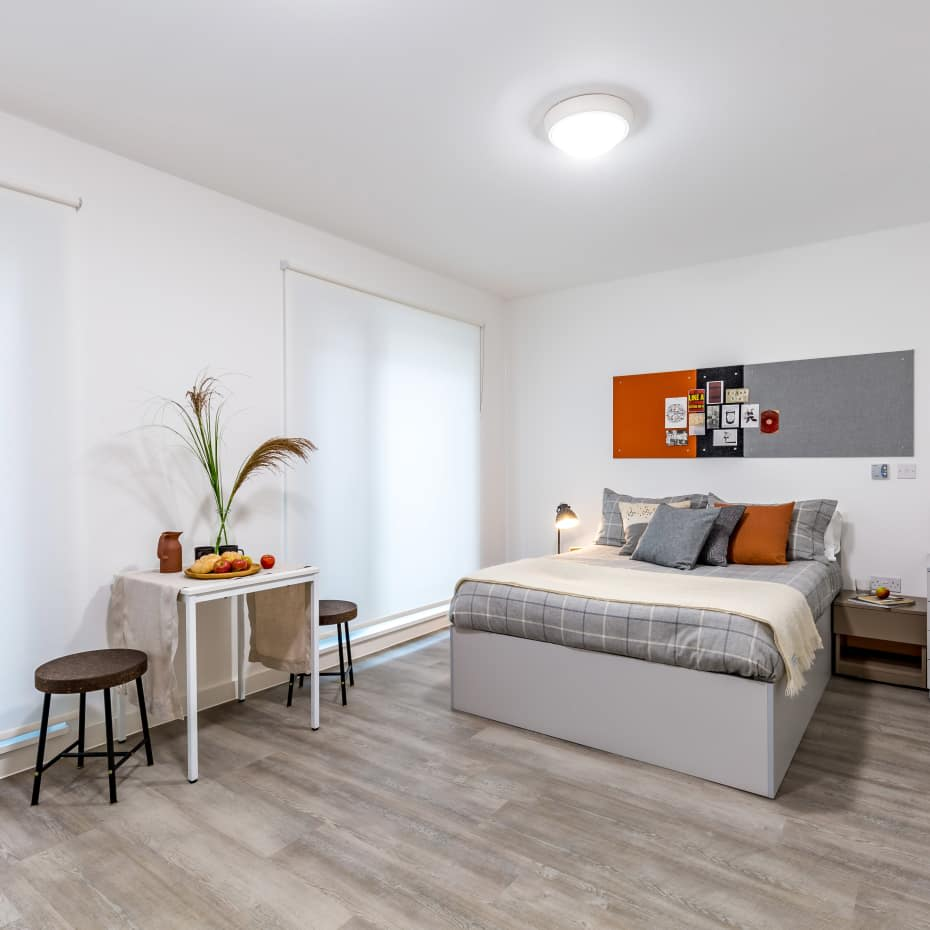UAL-Garden-House-Student-Accomadation-large-bedroom-600x600.jpg