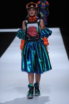 Female model wearing scuba diving inspired dress designed by Yajun Tian
