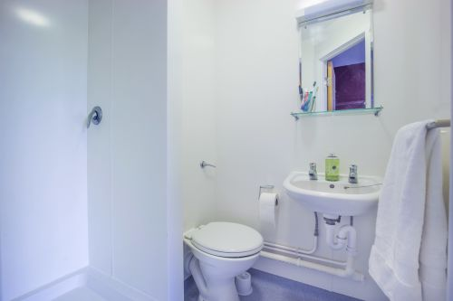 Photo of a bathroom at Don Gratton House
