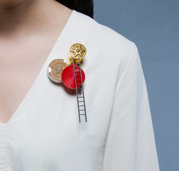 Brooch by Ruining Han.