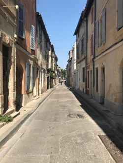 Image of a street in the city of Arles