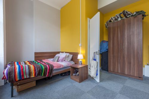 Large premium ensuite room with large wardrobe, single bed, chest of draws