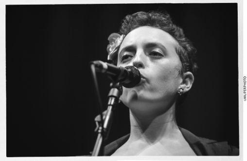 Image of Yifeat Ziv singing