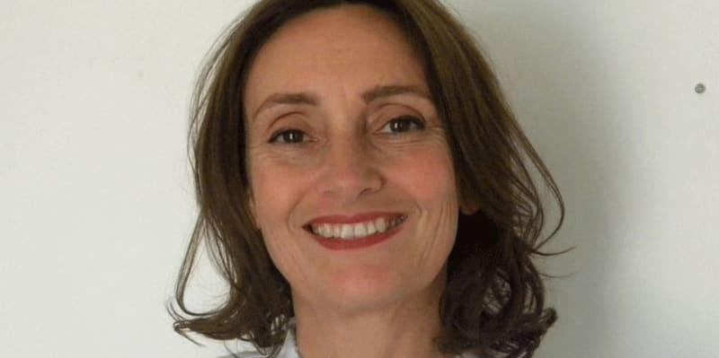 Professor Amy  de la Haye