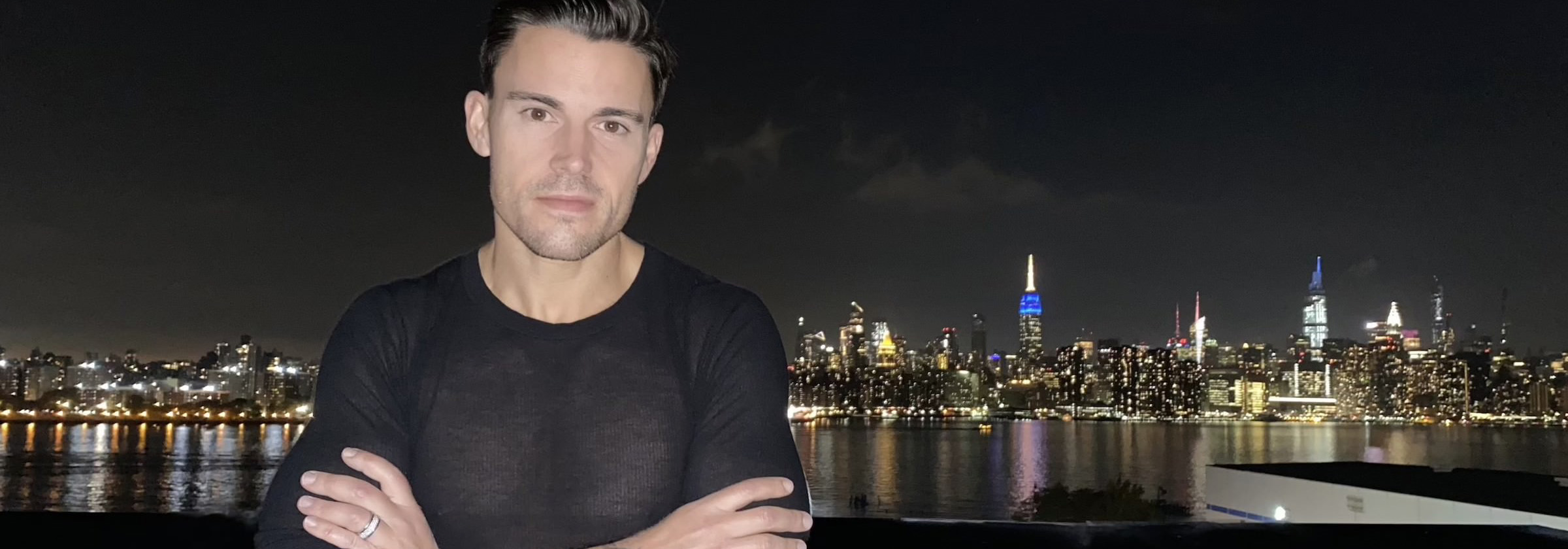 Man in front of New York skyline