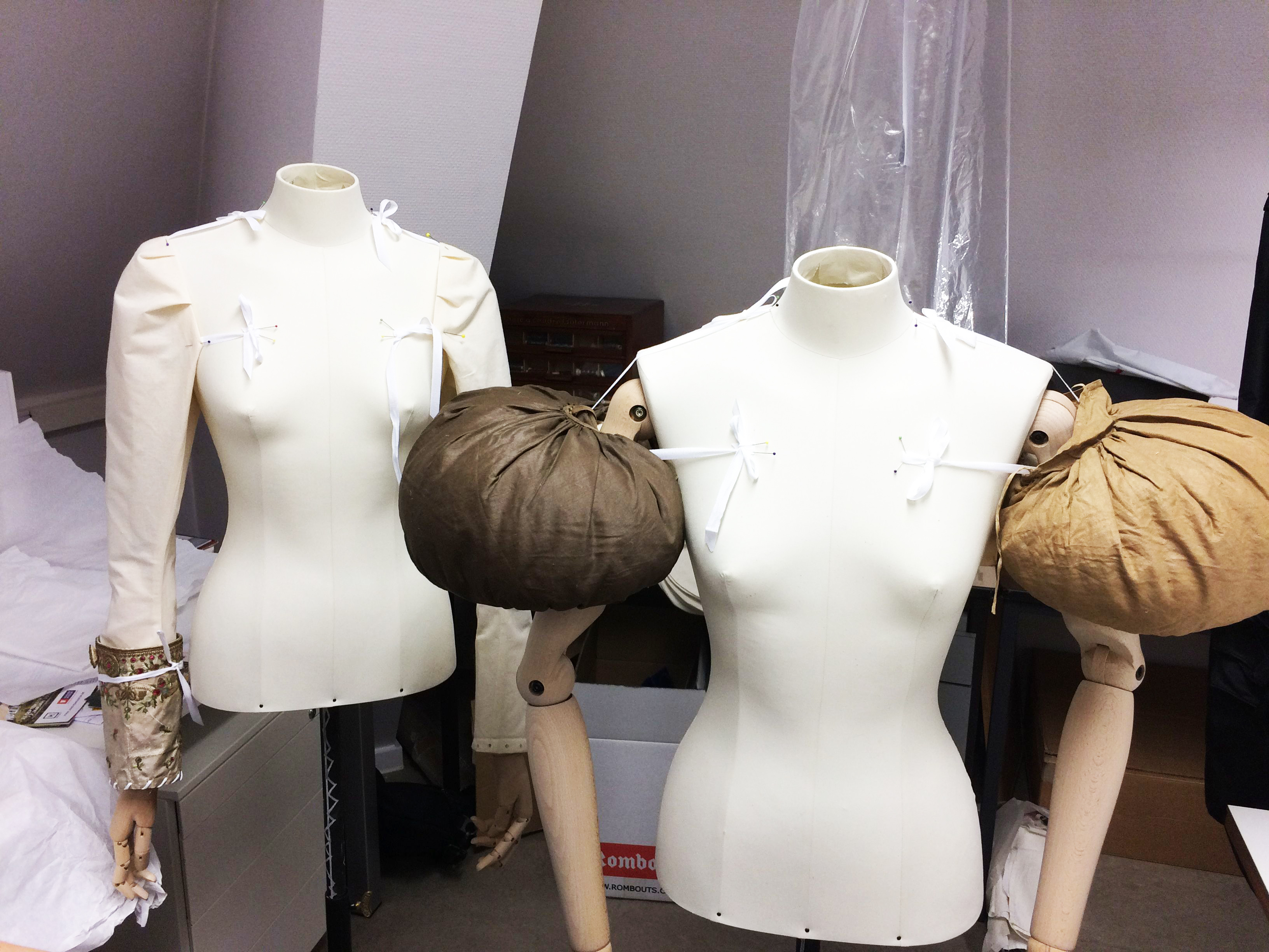 Two mannequins with puffed sleeves